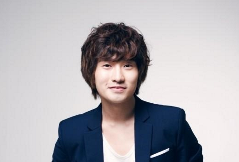 Actor Ryu Deok Hwan to Enter Military in March