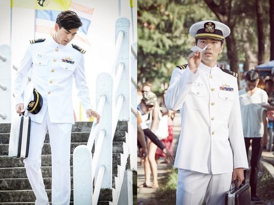 """Lee Jin Wook Looks Sleek and Noble in Uniform for """"Goodbye Mr. Black"""""""