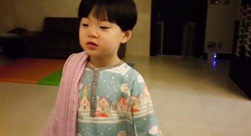 Manse Melts Song Il Gook's Heart With His Night-Time Greeting