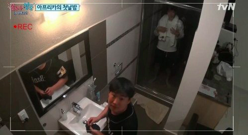 """Ryu Jun Yeol Is Accidentally Filmed in the Shower on """"Youth Over Flowers"""""""