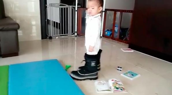 Baby Minguk Gets Stuck in Song Il Gook's Boots in Instagram Video