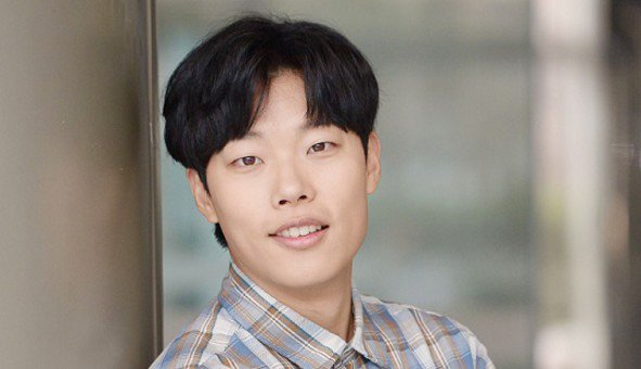 Ryu Jun Yeol Celebrates First Debut Anniversary With Surprise Party