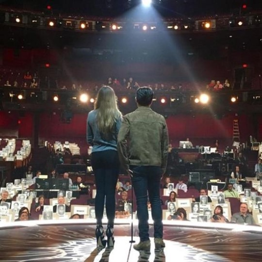 Lee Byung Hun Captured Rehearsing for the Oscars With Sofía Vergara