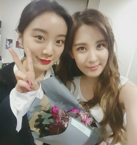 "Wonder Girls' Hyerim Supports Girls' Generation's Seohyun at ""Mamma Mia"""