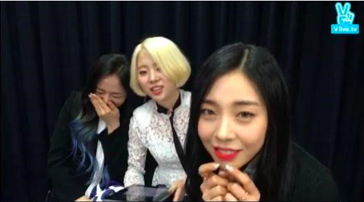 Ladies' Code Performs Aegyo at Their Fan's Request