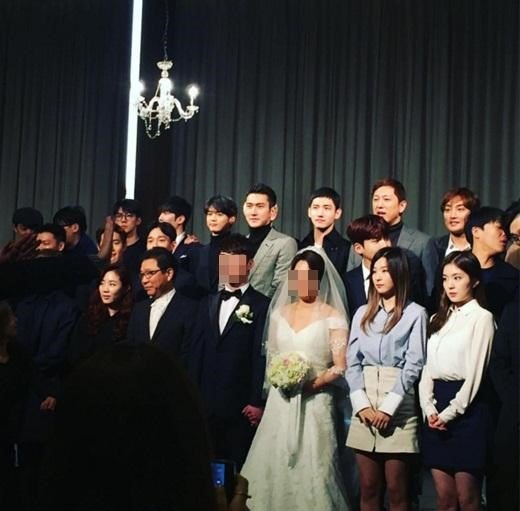 SM Entertainment Artists Gather to Congratulate Manager's Wedding
