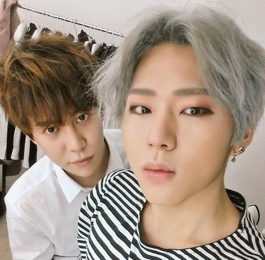 """Block B's Park Kyung Teases Zico About Being Called a """"Flower Boy"""""""
