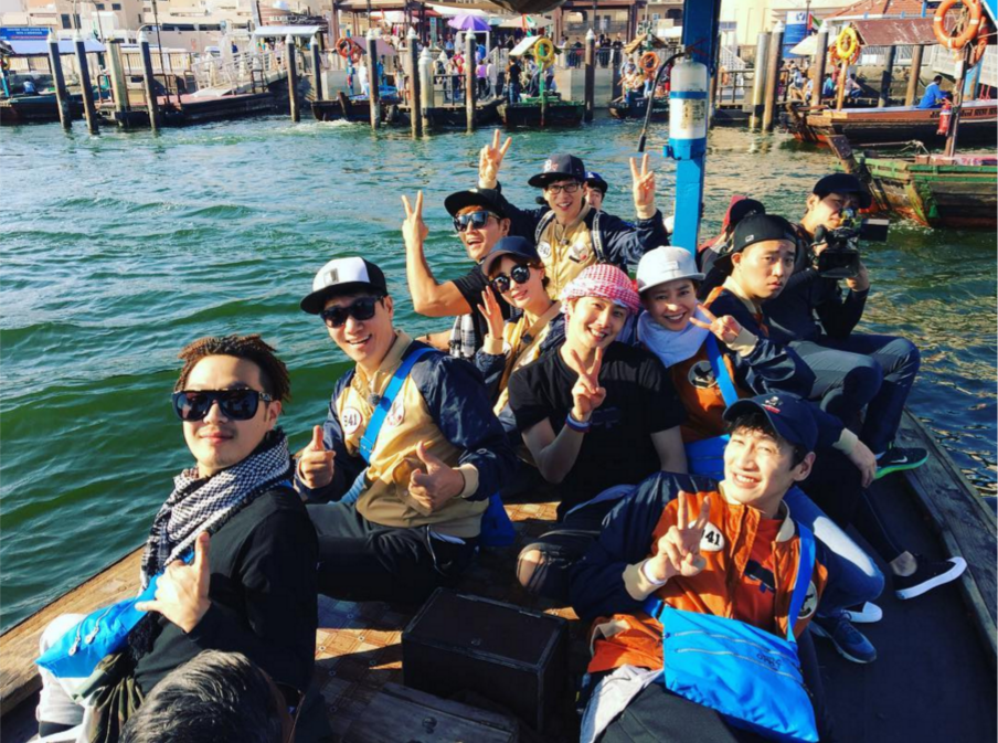 """Gary Stays in """"Monday Couple"""" Mode in Group Photo From """"Running Man"""" Filming"""