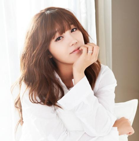 A Pink's Jung Eun Ji to Make Solo Debut in April