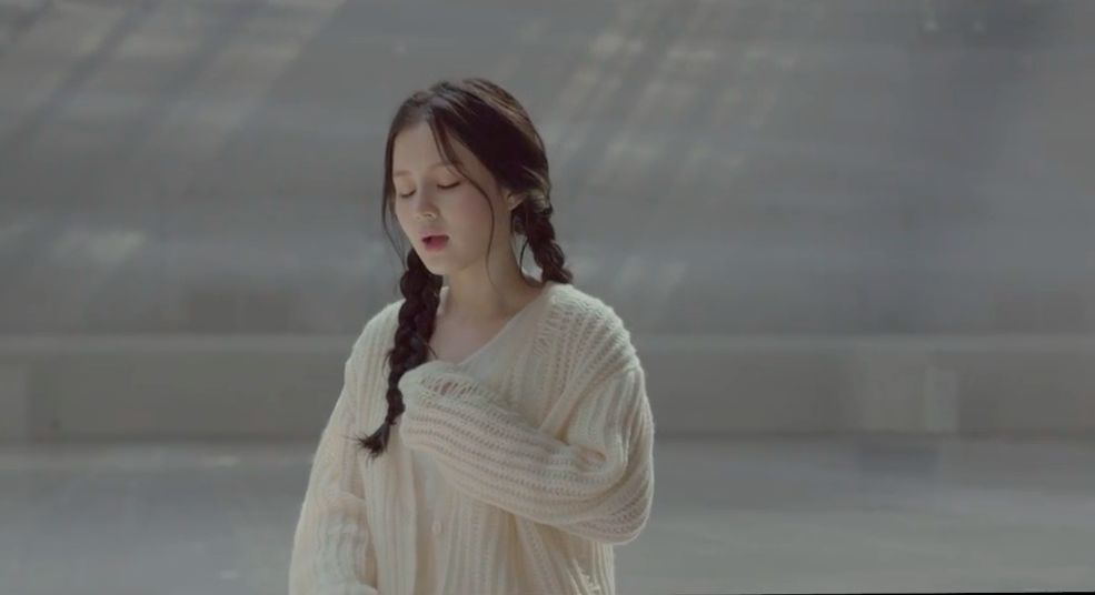 "Lee Hi Makes Long-Awaited Comeback With ""Breathe"" and ""Hold My Hand"" MVs"