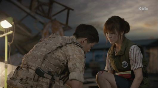 """Descendants of the Sun"" Surpasses ""My Love From the Star"" Ratings Record in Just 6 Episodes"