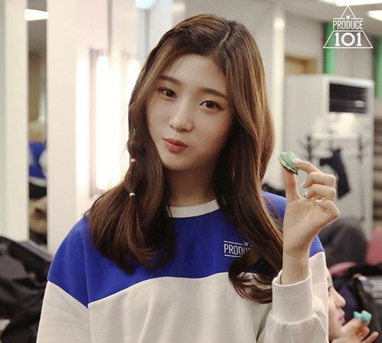 """Jung Chaeyeon Turns Down 13 Ad Offers to Concentrate on """"Produce 101"""""""