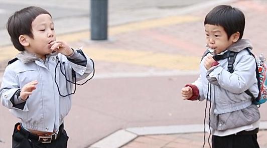 "Seo Eon and Seo Jun Become Mini Policemen on ""The Return of Superman"""