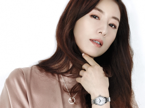 Kim Hee Ae in Talks to Join YG Entertainment