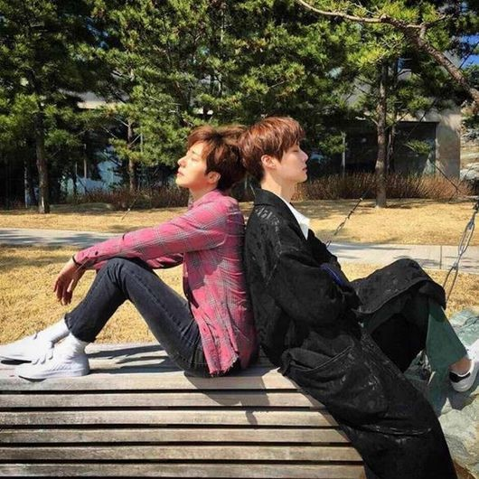 Jung Il Woo Shows Off His Bromance With Ahn Jae Hyun