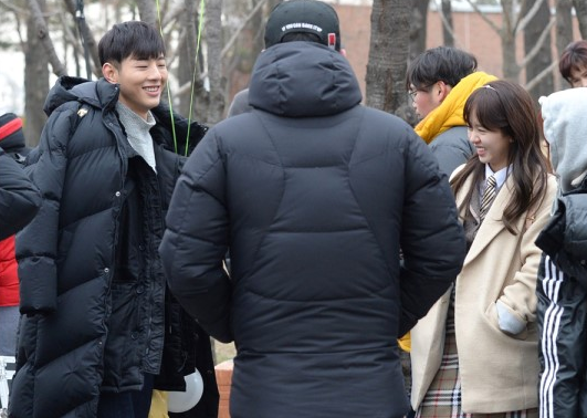 """Kim So Hyun and Ji Soo Are in High Spirits in New """"Page Turner"""" Stills"""