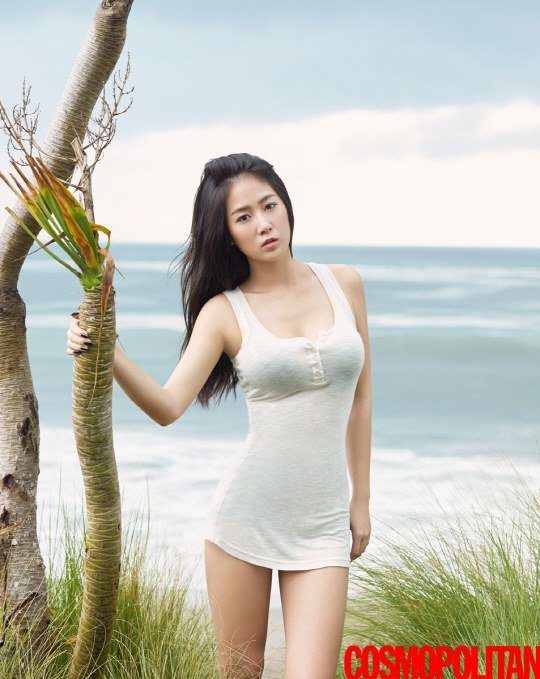 Soyu Shows Off Her Fit Body and Shares Healthy Diet Tips for Cosmopolitan