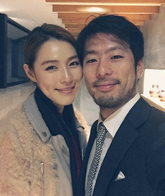 Korean Celebrity Wedding Photos: Kahi Leaves Message For Fans Before Leaving For Hawaii