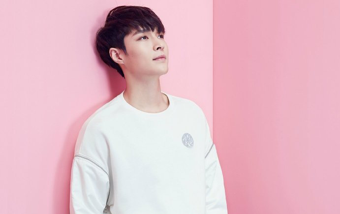 EXO's Lay Talks About How Much He Respects Lee Soo Man