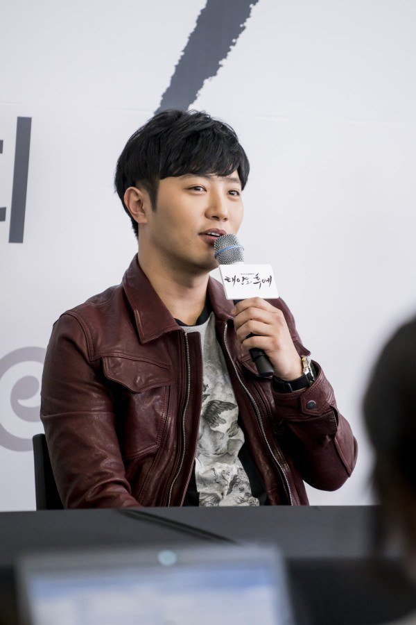 Jin Goo Is Happy About the Increase in Female Fans