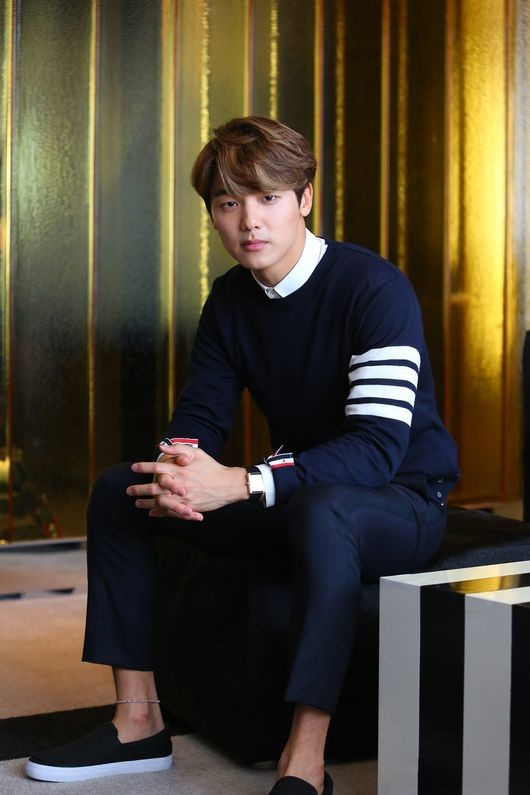 """CNBLUE's Kang Min Hyuk Confirmed to Join Ji Sung and Hyeri in """"Entertainer"""""""
