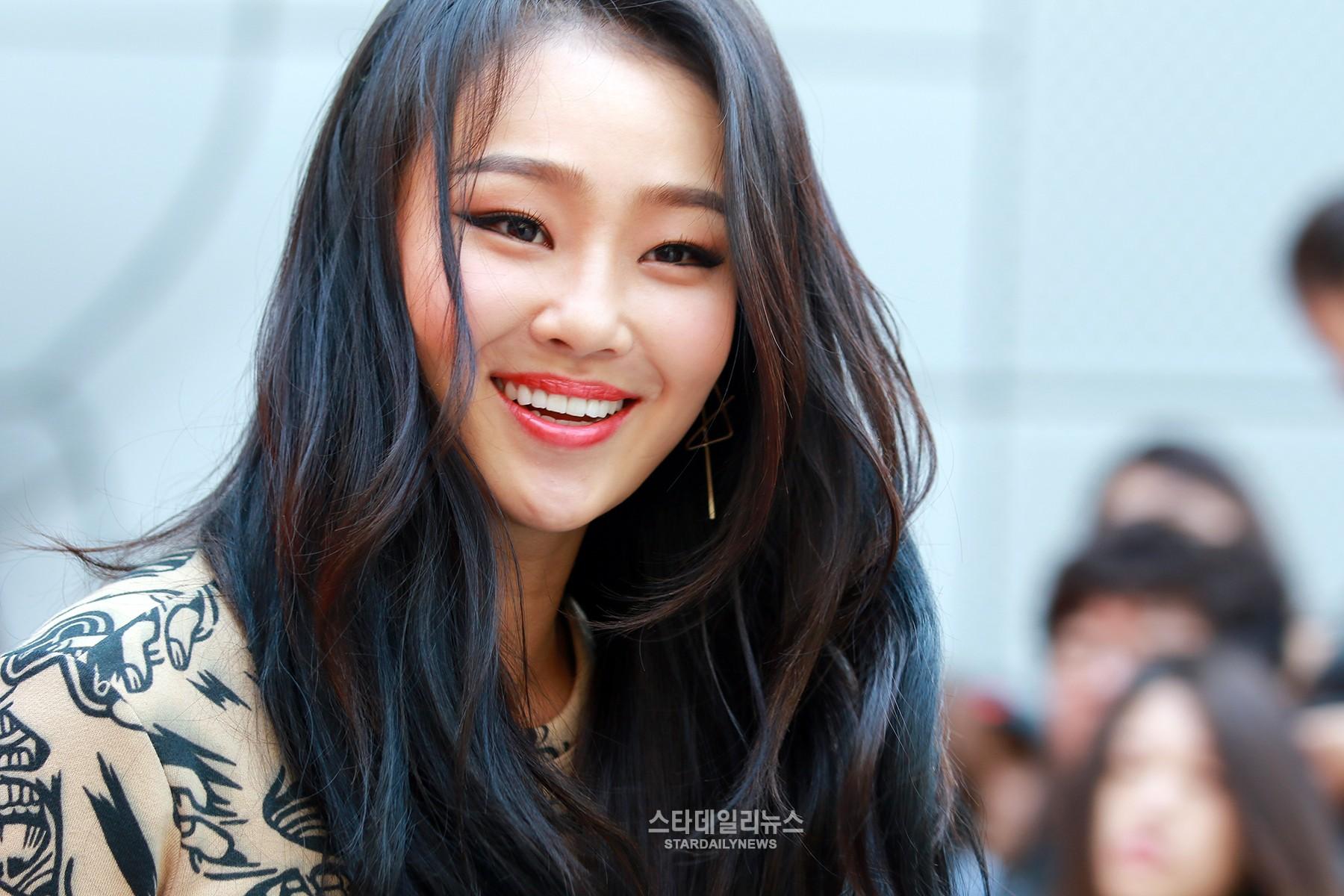 K-Pop Stars Gather at 2016 F/W Seoul Fashion Week in the Trendiest Styles