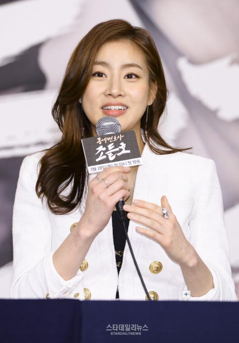 Kang Sora Says Its an Honor to Act With Park Shin Yang