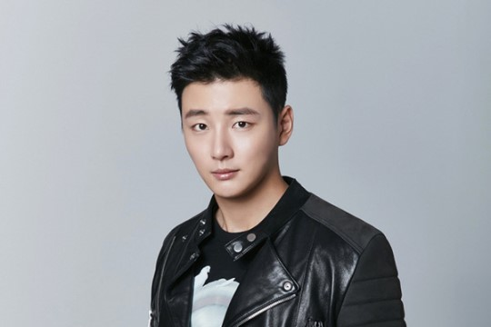 """Yoon Shi Yoon in Talks to Join """"2 Days & 1 Night"""" Cast"""