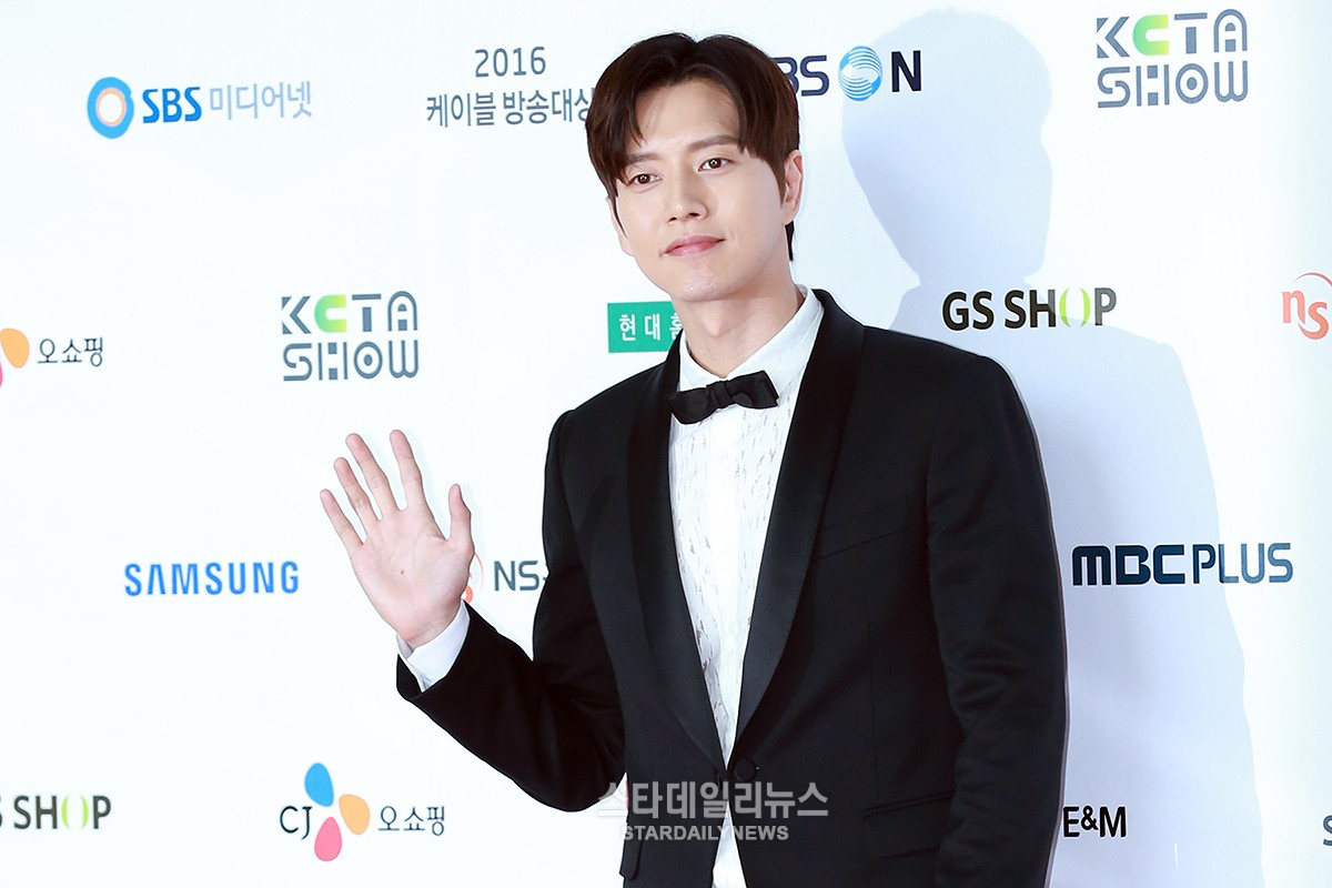 "Award Winners of ""Korea Cable TV Awards 2016"" Revealed"