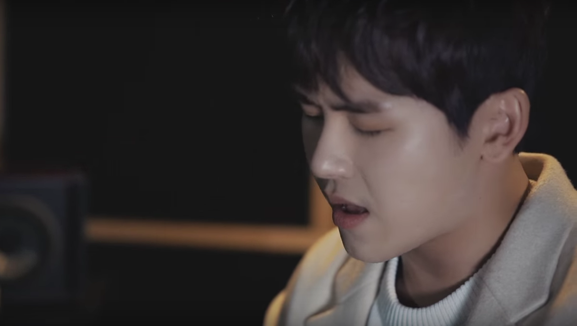 Watch: INFINITE's Hoya Surprises Fans With A Sweet Gift