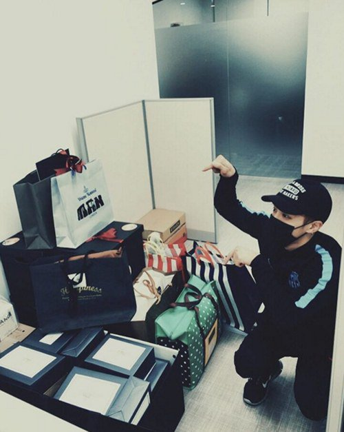 BEAST's Lee Gikwang Thanks Fans for Birthday Gifts and Donations