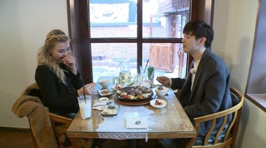 "Eric Nam Enjoys a Sweet Date With Chloe Moretz On ""I Live Alone"""