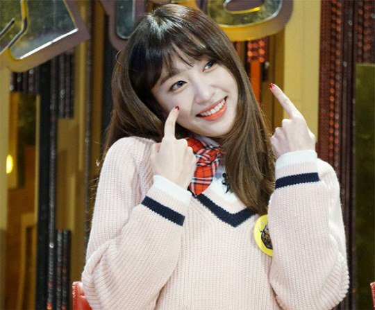 "EXID's Hani Makes Strong Return on ""Three Great Emperors"""