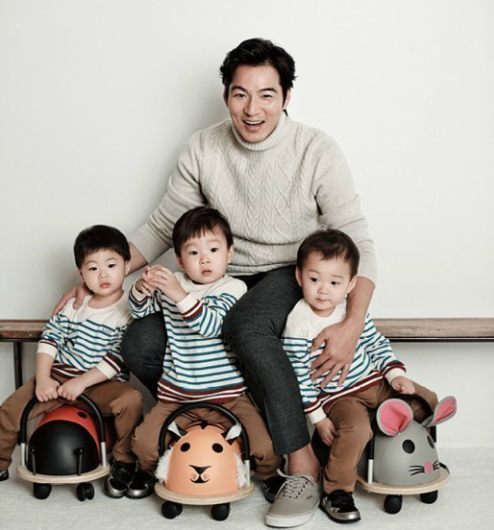 Song Il Gook Keeps an Eye on Comments About His Triplets