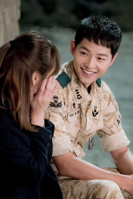 """""""Descendants of the Sun"""" Reveals Beautiful New Pictures of the Song-Song Couple"""