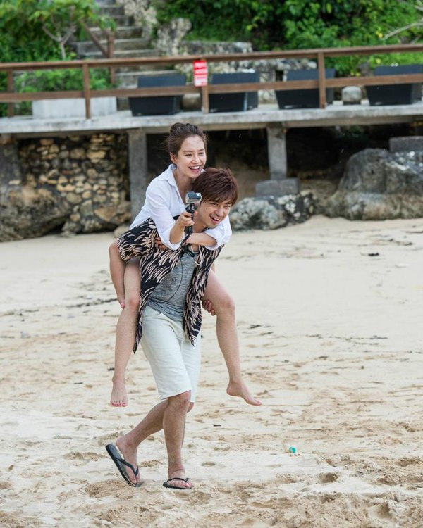 Song Ji Hyo and Chen Bolin Have a Romantic Getaway in Bali