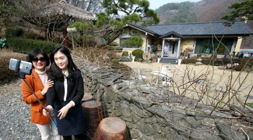 Song Joong Ki's Parents' Home Becomes a Tourist Attraction