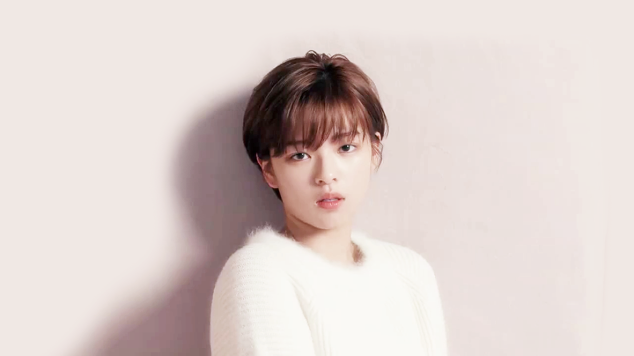 Twice S Jeongyeon To Return To Korea After Leg Injury