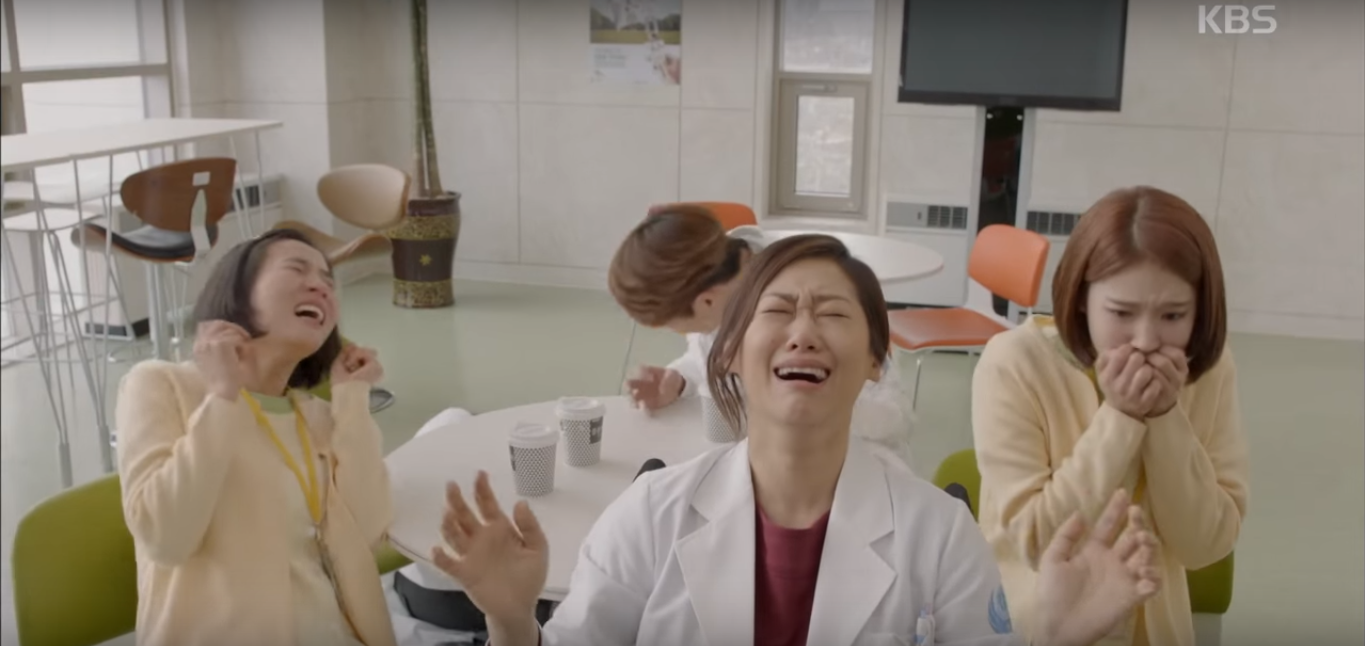 """5 Stages of Grieving Over the End of """"Descendants of the Sun"""""""