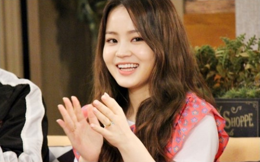 Lee Hi Says She Doesn't Understand YG's Management of Her Public Image
