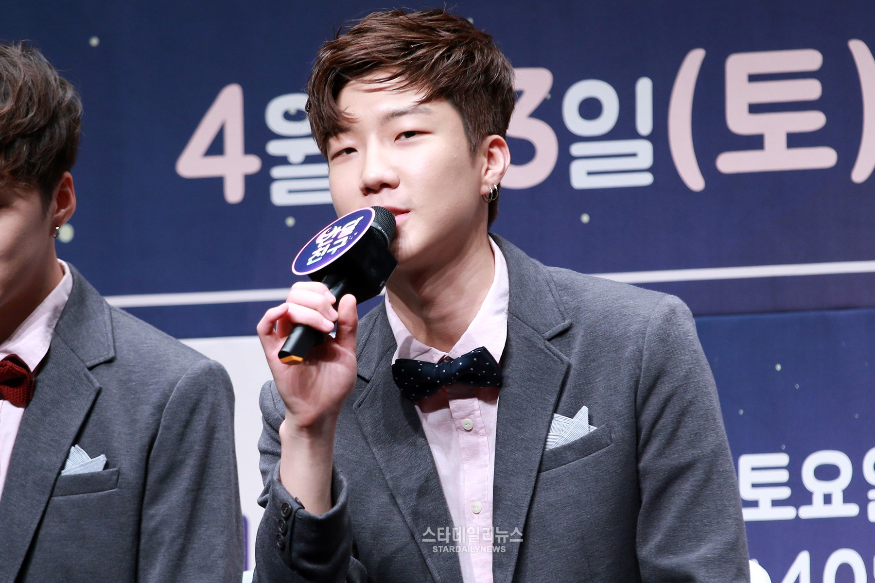 """WINNER's Lee Seunghoon Says the Kids on """"Half-Moon Friend"""" Reminded Him of His Lonely Childhood"""