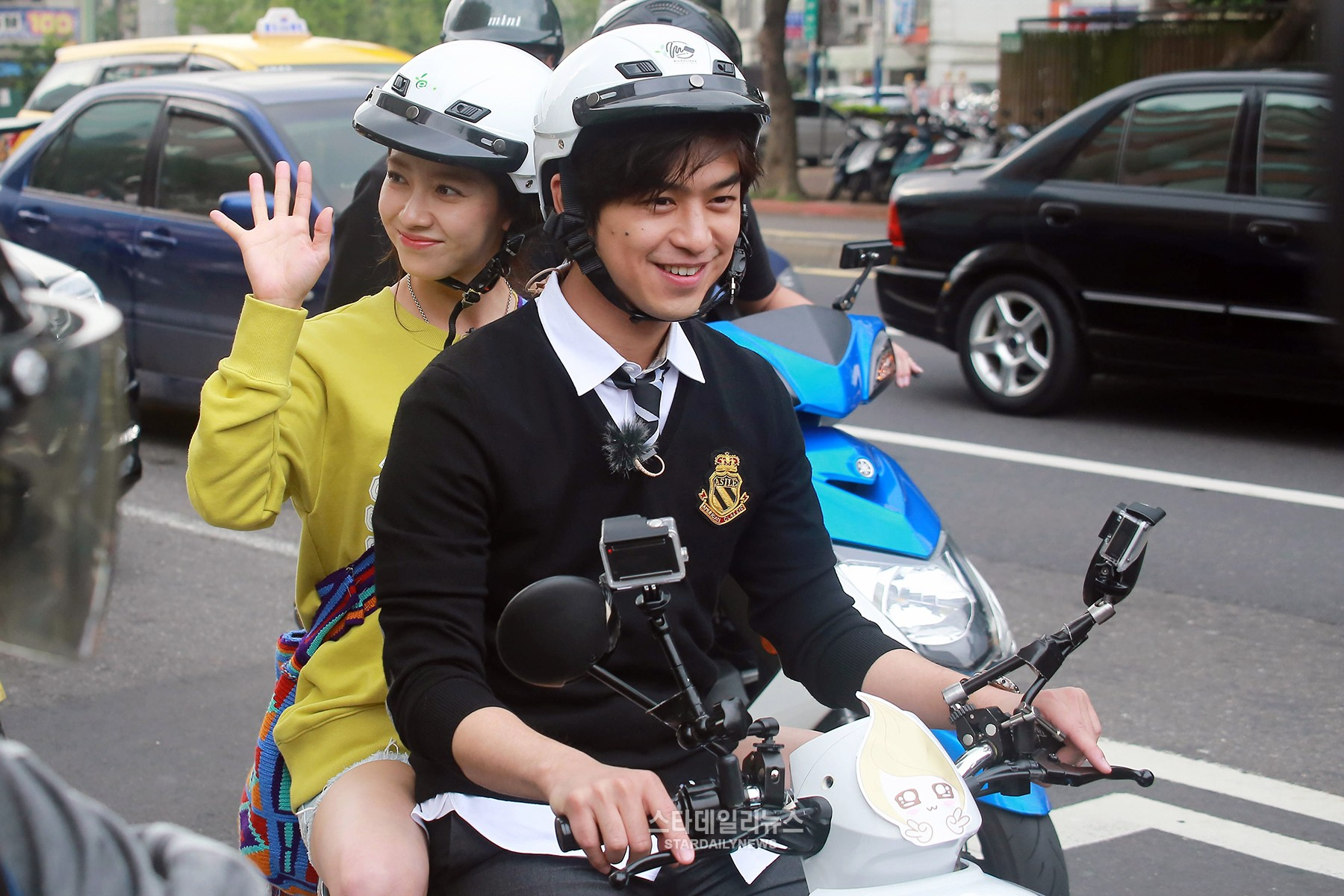 "Song Ji Hyo and Chen Bolin Go for a Spin Around Taiwan for ""We Are in Love"""