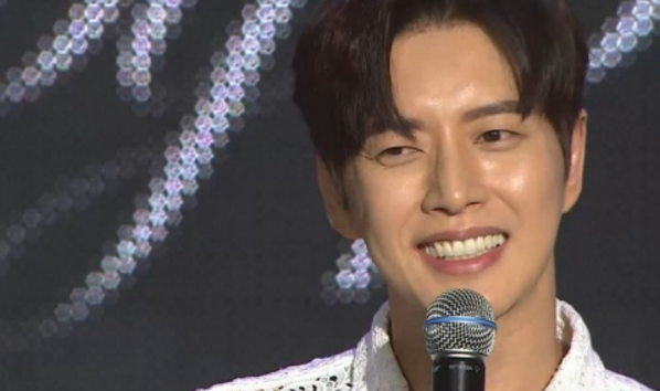 Most Stars Say They Look Best After a Shower, But Park Hae Jin?
