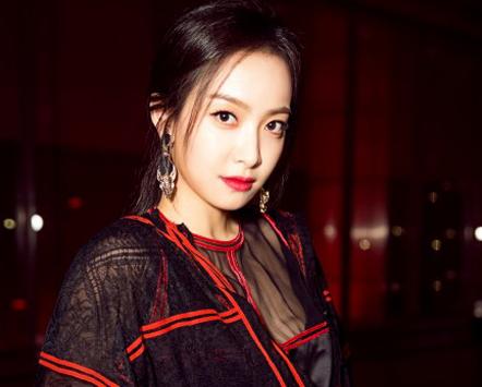 "f(x)'s Victoria Feels Pressure to Live Up to Jun Ji Hyun in ""My Sassy Girl 2"""
