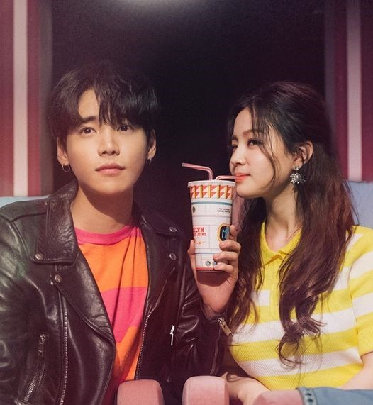 """Lee Hi Talks About Filming First Ever Kiss Scene for """"My Star"""" MV"""