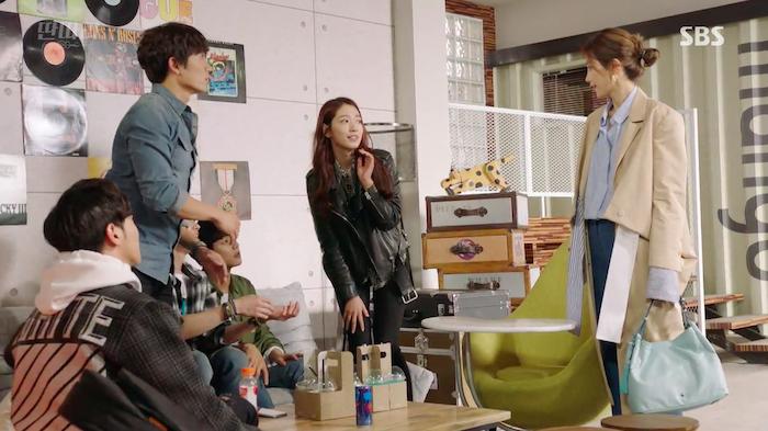 """Park Shin Hye Makes Fun Cameo On """"Entertainer"""""""