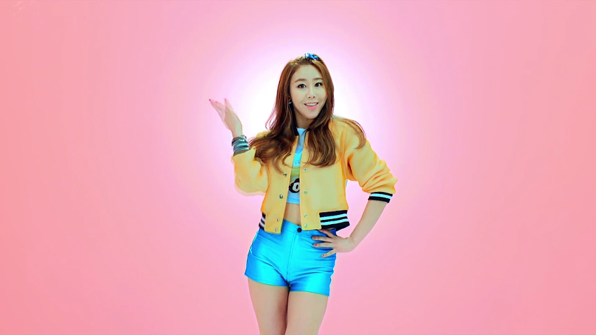 """Former """"Produce 101"""" Contestant Hwang Insun Releases Solo Debut MV """"Emoticon"""""""