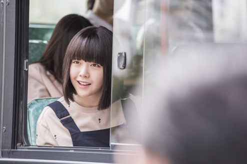 """Girl's Day's Minah Picks The Plainest Hairstyle She Can For """"Beast's Beauty"""""""