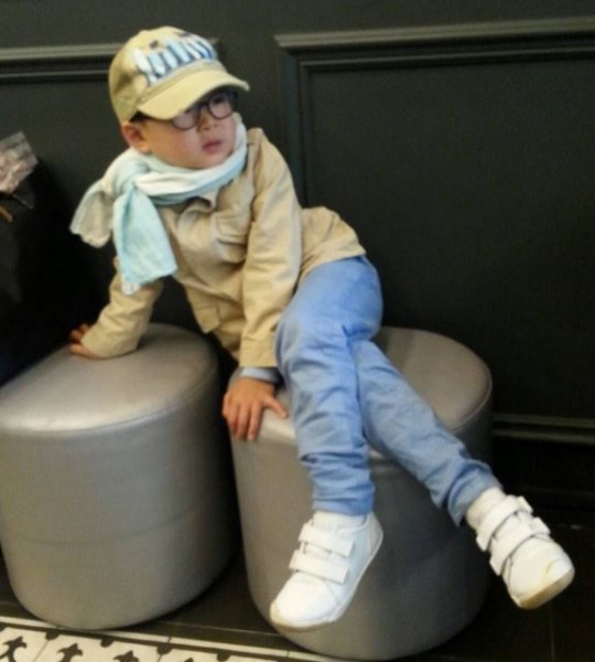 Daehan Takes It Easy On A Rainy Day In New Instagram Photo