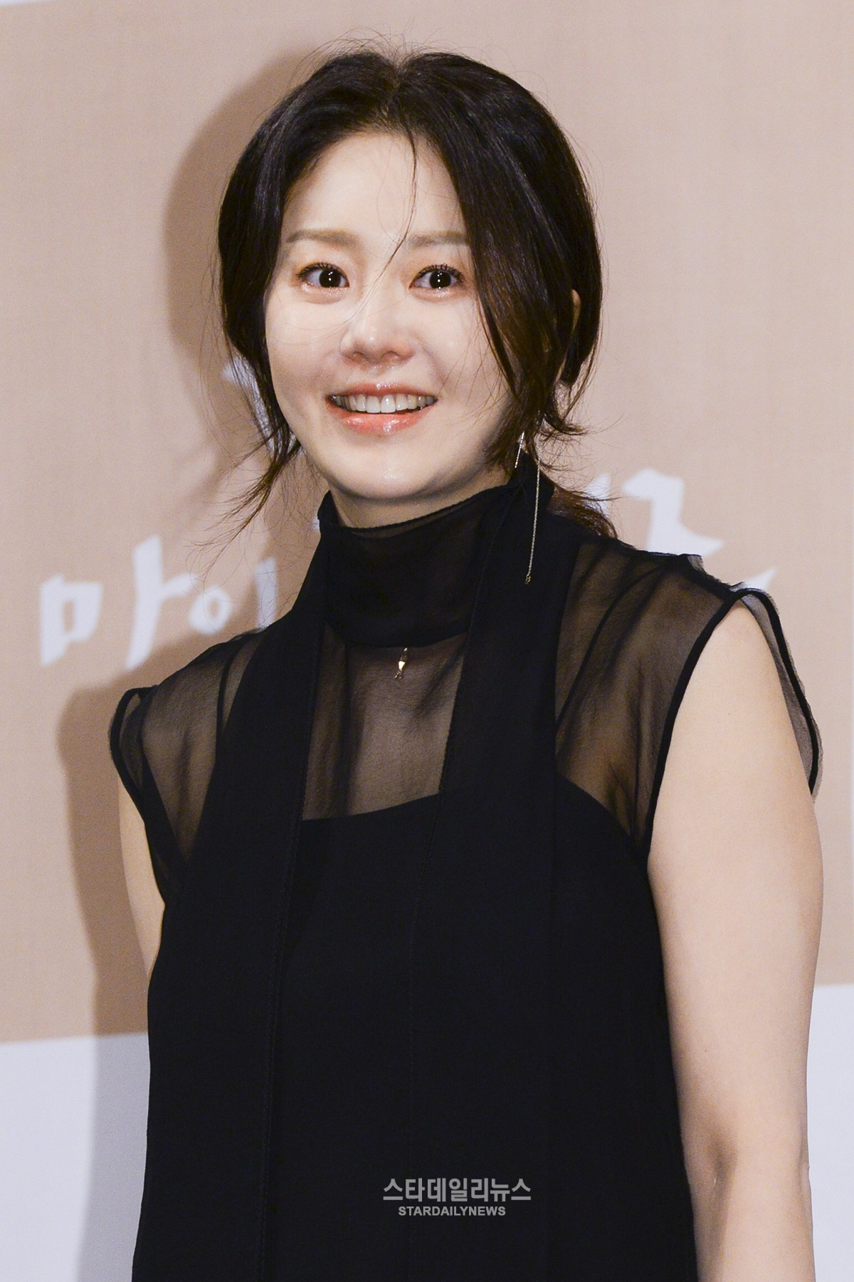 Go Hyun Jung Says She Feels Shy Acting With Jo In Sung